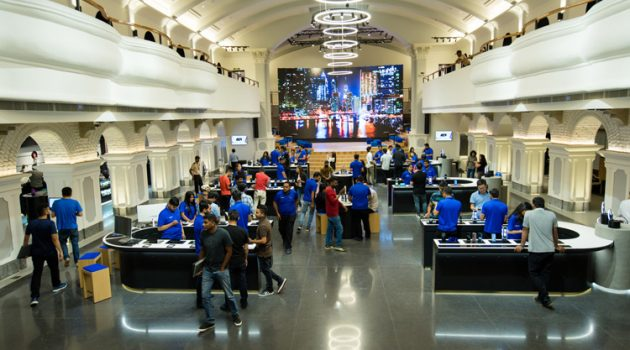 Samsung inaugurates world's largest mobile experience center in India